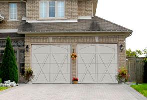 Residential Courtyard Garage Door